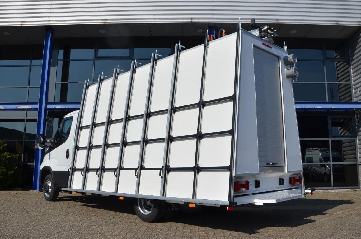 glasrasteel op chassis-cabine