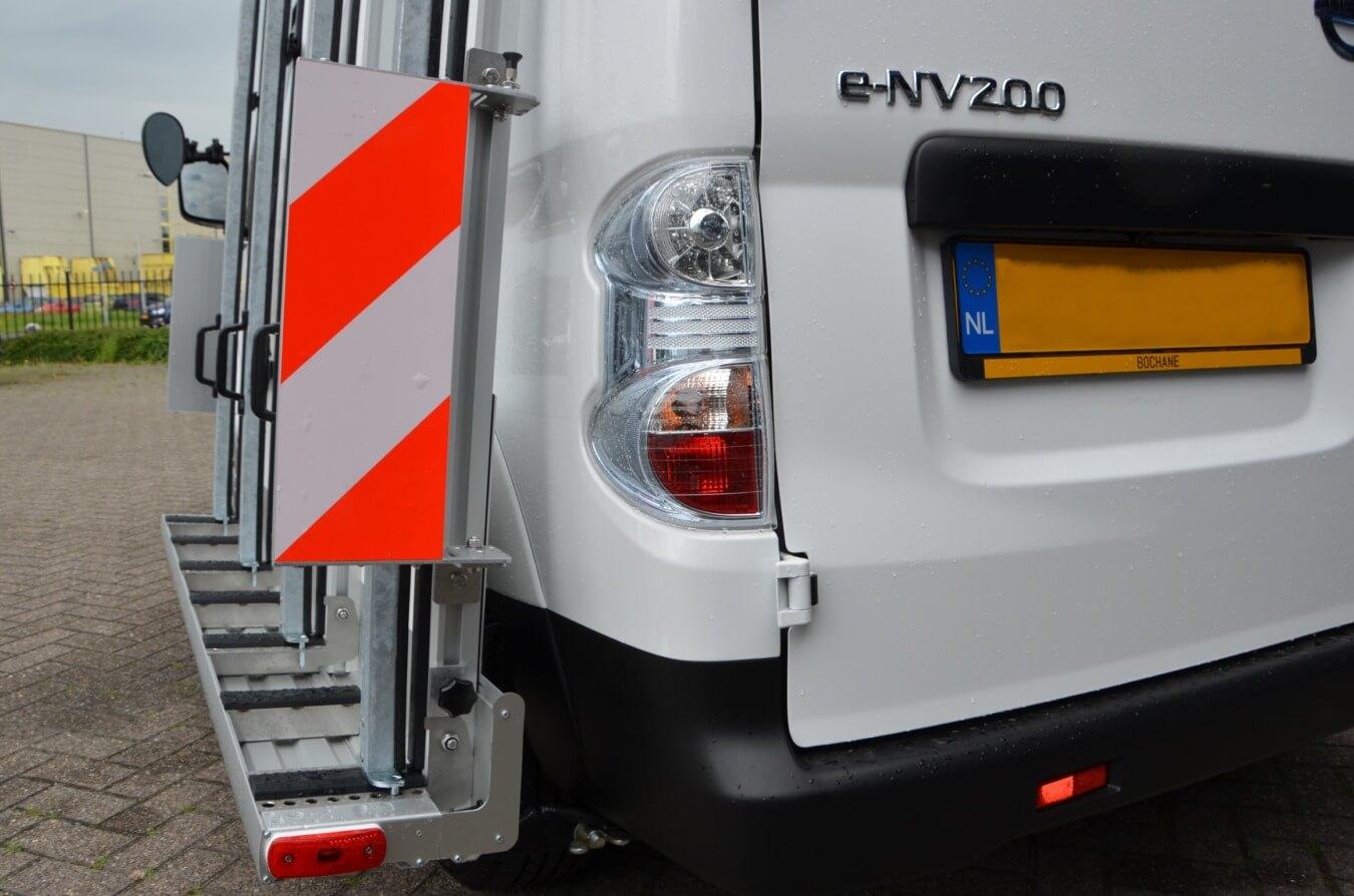 Euroborn glasrasteel op elektrische auto