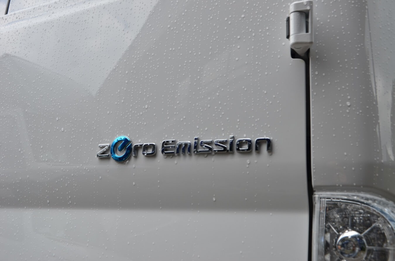 zero emission nissan e-nv200 glasrasteel