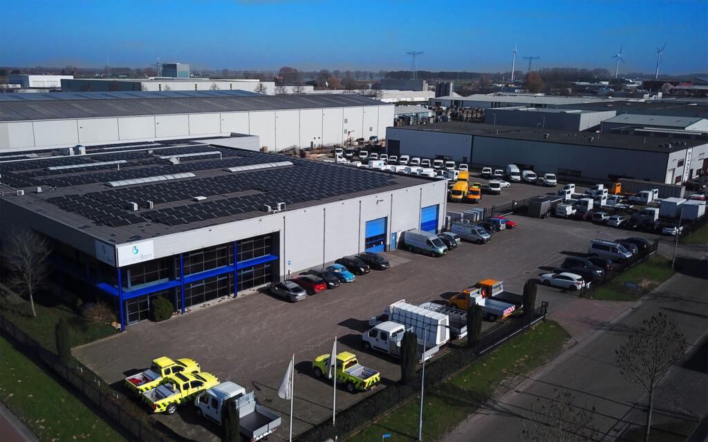 Bedrijfspand Van den Born carrosserie Waalwijk voorjaar 2021